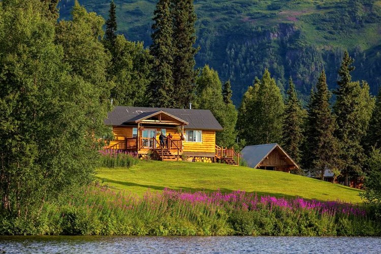 Winterlake lodge remote peaceful the travel agent inc for Fish lake cabins